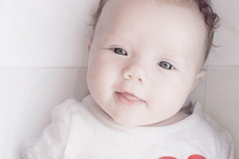 O que faz um bebê de 2 meses