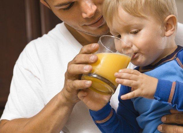Quando começar a dar suco ao bebê?